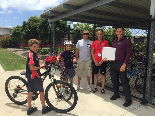 Image of Brightwater State School students, parent and Deputy Principal with TravelSmart representative